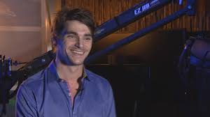 RJ Mitte talks Breaking Bad, cerebral palsy and his first gig in Hollywood  | king5.com