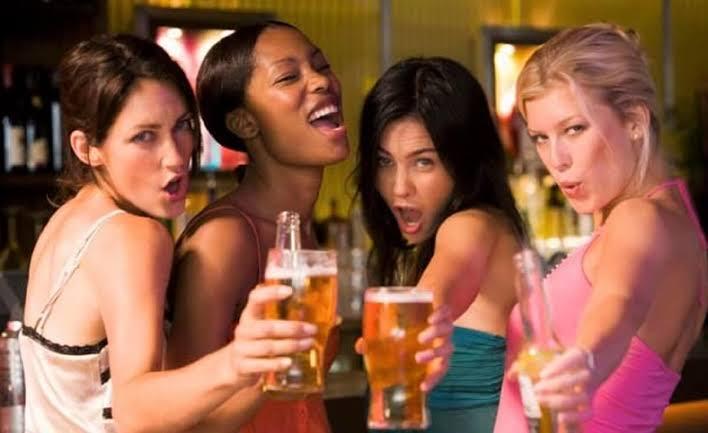 """Resultado de imagem para Mulher que bebe cerveja é mais feliz e tem menos chances de infartar, diz estudo"""""""