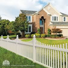 White Scallop Picket Fence With Decorative Posts Low Maintenance Vinyl Freedom Fencing Built By Barrette And White Vinyl Fence Vinyl Fence Vinyl Fence Panels