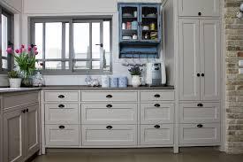 7 unique kitchen cabinet hardware options