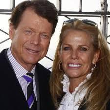 Tom Watson Reveals Devastating News About His Wife - ZergNet