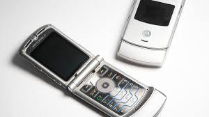 Designing an icon: How Motorola created the Razr V3 - CNET