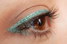 apply eyeshadow makeup for hazel eyes