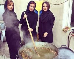 جميلات ايران يطبخون لعاشوراء هاشتاك نت