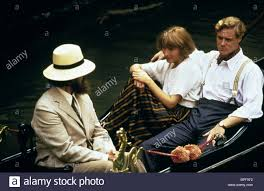 JONATHAN PRYCE, EMMA THOMPSON, STEVEN WADDINGTON, CARRINGTON, 1995 Stock  Photo - Alamy