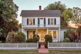 6 Quaint Houses For Sale With White Picket Fences Historic Homes For Sale