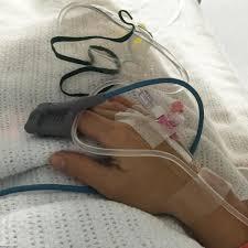 مغذي خلفيات مريض بالمستشفى