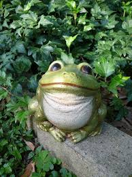 large bull frog garden statue figurine