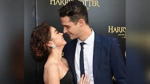 Modern Family' star Sarah Hyland, 'Bachelor in Paradise' bartender Wells  Adams announce engagement - ABC7 New York