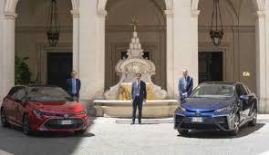 Toyota Corolla, l'auto elettrica consegnata alla Presidenza del ...
