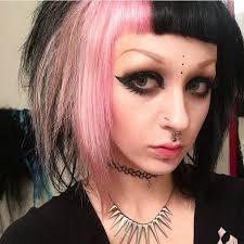 "499 curtidas, 37 comentários - Chelsey Franklin (@zerouroboros) no  Instagram: ""Hello pink hair . . #pinkhair #babybangs #twotonedhai… | Light  pink hair, Punk makeup"