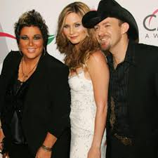 Country Music Feuds – Sugarland vs. Kristen Hall