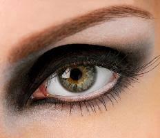 step by step marilyn monroe eyeliner