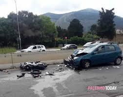 Incidente in via Lanza di Scalea, auto contromano si schianta contro ...