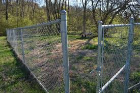 Affordable Easy Chain Link Fence Makeover Option Mom In Music City Chain Link Fence Cost Chain Link Fence Black Chain Link Fence