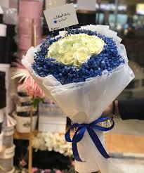 بوكية ورد طبيعي ازرق وابيض باحة الزهور