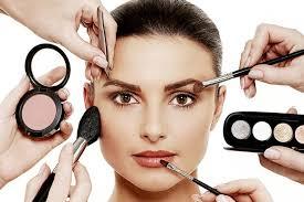 makeup alongside beauty vloggers using