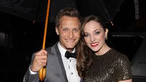 Laura Osnes and Nathan Johnson Talk About the Onstage Kiss That ...