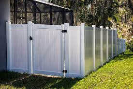25 Vinyl Fence Ideas And Pictures For Your Yard Garden Or Home In 2020