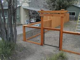 Pin By Daisy Wagner On G A R D E N Backyard Fences Wire And Wood Fence Chicken Wire Fence