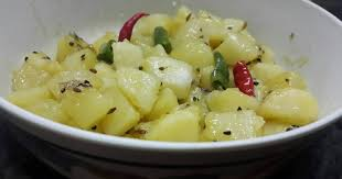 Sada Aloor Tarkari/ Bengali Style White Potato Curry Recipe by Kumkum  Chatterjee - Cookpad