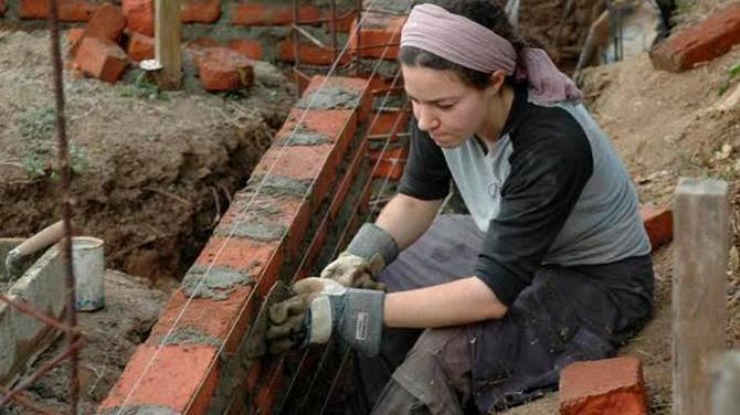 Resultado de imagen de mujeres albañiles