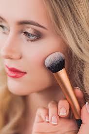 5 easy makeup tricks to make round face
