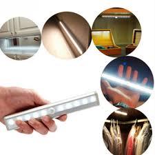 Đèn LED 10 bóng không dây Dán tủ, Dán tường cảm ứng hồng ngoại - dùng Pin  AAA
