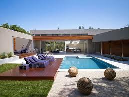 modern u shaped residence built around