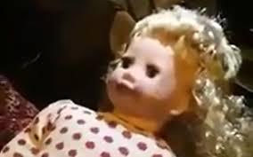 Video hot: Búp bê ma ám tự nói chuyện, nháy mắt