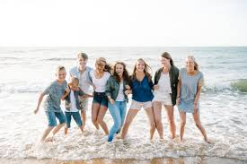 family pictures on beach what to wear 2019