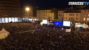 Manifestazione delle Sardine Boom a Bologna, piazza stracolma