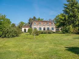 elegant country house set in 5 acres