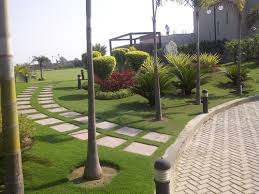 farm house landscaping designs in
