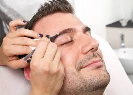 Conheça a nova tendência: Design de sobrancelha masculina