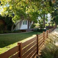 New Fence Like The Horizontal Orientation And The Lines It Creates Modern Design In 2020 Backyard Fence Decor Fence Design Backyard Fences