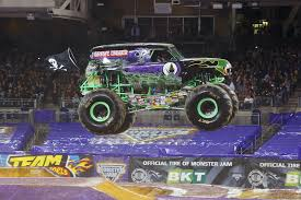 The Ultimate Monster Truck Take An Inside Look Grave Digger