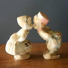 dutch boy girl kissing figurines garden