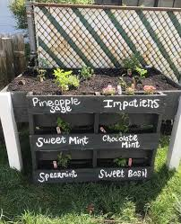 stand up planter box from recycled wood