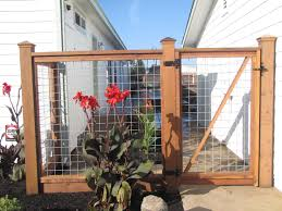 Hog Wire Fence And Gate Might Be A Good Way To Keep The Dogs In Without The Look Of A Traditional Fence In The Ba Fence Design Backyard Fences Front Yard Fence
