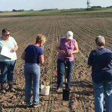 Iowa program offers in-the-field training for women in ag | Local Business  | siouxcityjournal.com