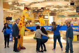toys r us is back opens in new