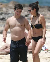 Pitch Perfect's Adam DeVine Shows Off His PDA Moves at the Beach ...