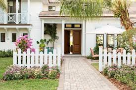 12 Picture Perfect Fences We Re Loving Right Now Hgtv S Decorating Design Blog Hgtv
