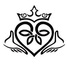 Amazon Com Claddagh Celtic Knot Heart Vinyl Decal Fainne Chladaigh Sticker Love Loyalty And Friendship Decal Irish Wall Art Handmade