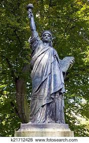 liberty sculpture in jardin du