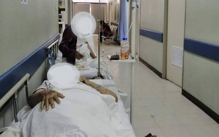 """Resultado de imagen para hospitales atienden en los pasillos"""""""