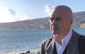 Luca Zingaretti investito da un auto a Roma: le sue condizioni