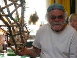 The artist, Wesley West, with the maquette - Picture of Sarafa the Ely  Giraffe - Tripadvisor