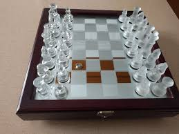 guide for cool glass chess sets